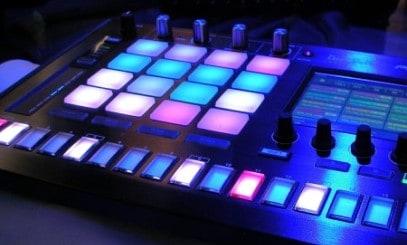 technisches Gerät mit Farben