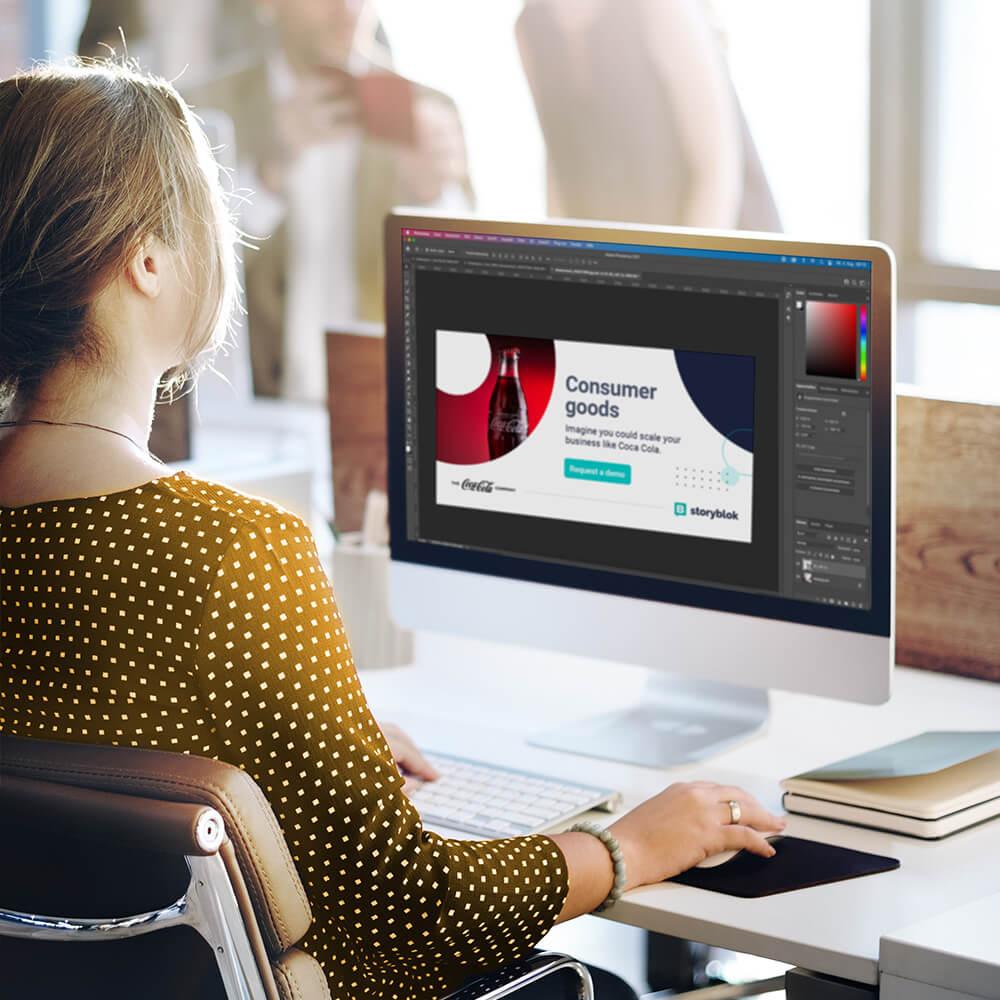 Frau gestaltet digitale Ad